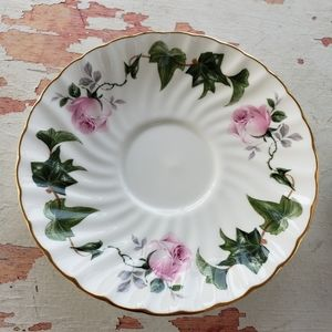 Vintage Kitchen - Vintage rose and ivy tea cup and saucer